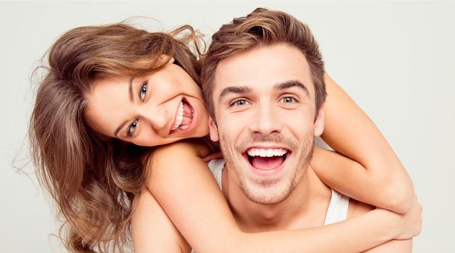 ¿Sonríen más las personas felices o son más felices las personas que sonríen?